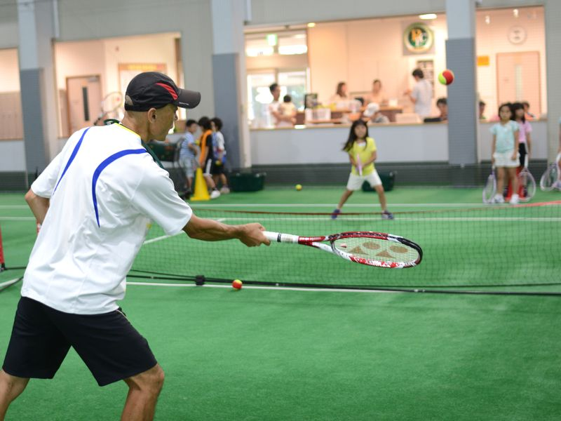 ジュニアテニスレッスンの風景